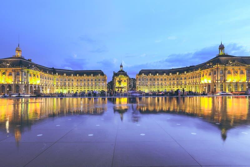 Bordeaux vattenspegel i Frankrike royaltyfria bilder
