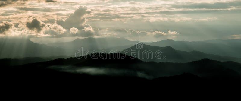 Bordee la luz y la luz de Sun en Mountain View de Chaingmai del atasco de lunes foto de archivo libre de regalías