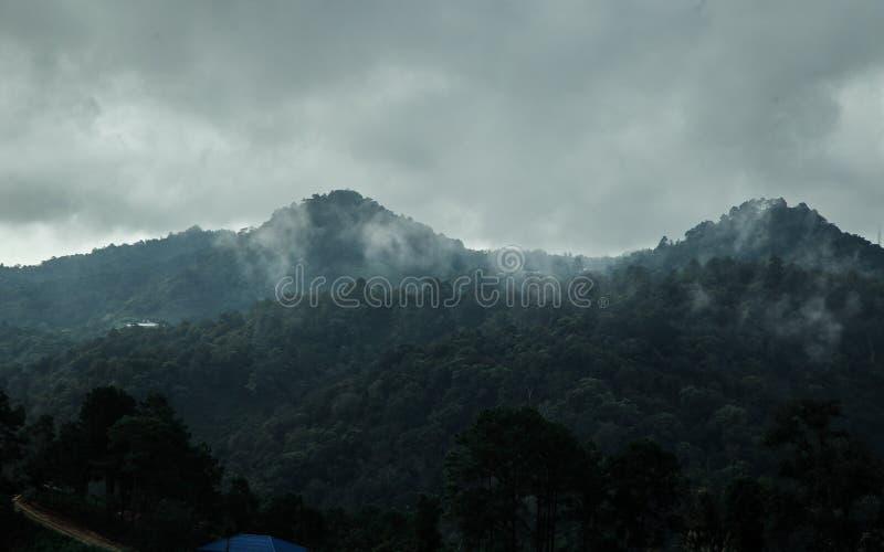 Bordee la luz y la luz de Sun en Mountain View de Chaingmai del atasco de lunes fotografía de archivo libre de regalías
