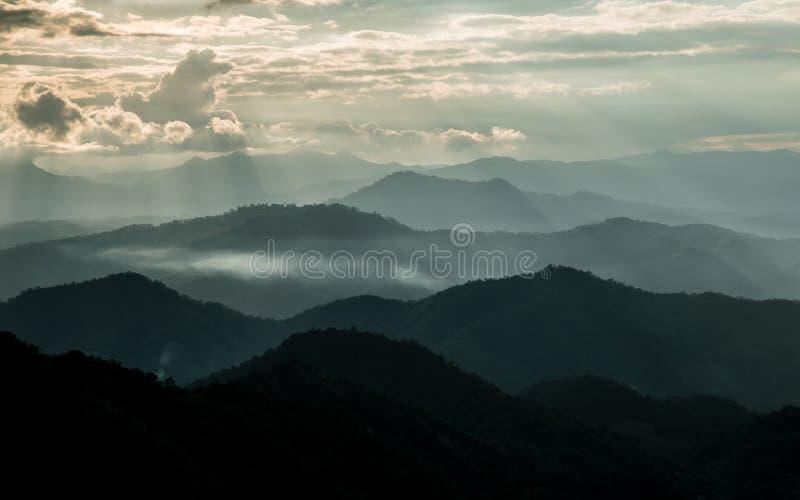 Bordee la luz y la luz de Sun en Mountain View de Chaingmai del atasco de lunes fotos de archivo libres de regalías