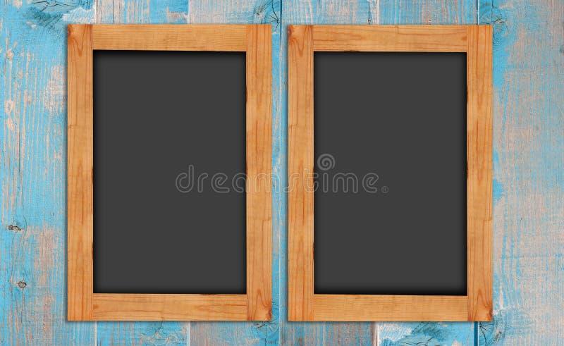 Borden op de houten muur stock foto