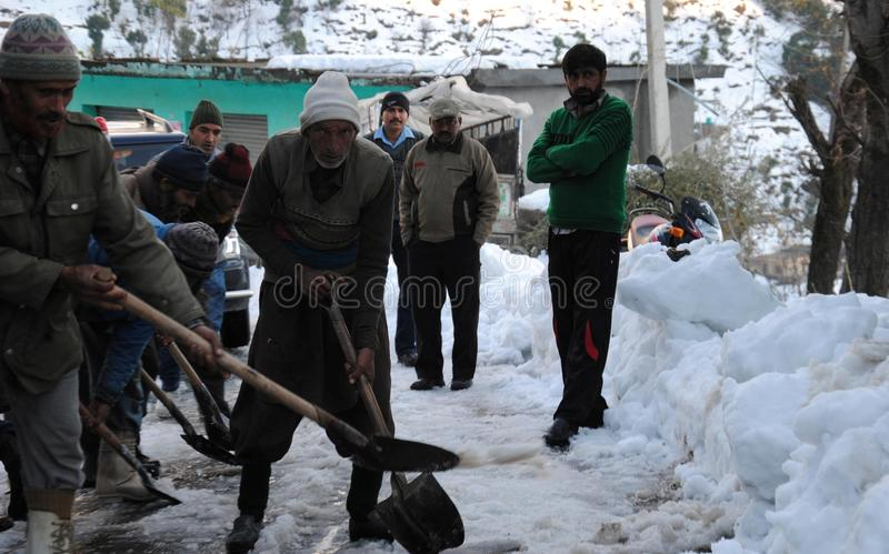 Download Border Roads Organisation Personnel Clearing Snow Editorial Stock Image - Image of clearing, poonch: 84932769