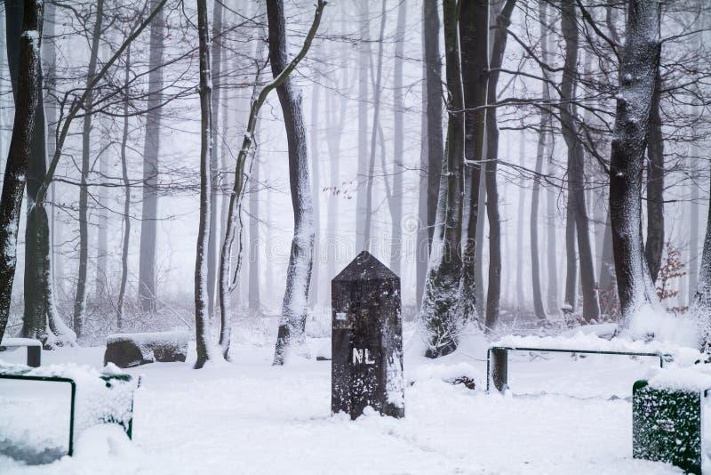 Borderstone в снеге стоковое изображение