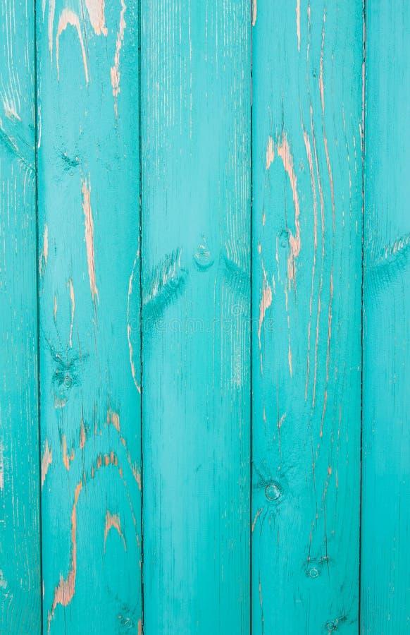Bordi afflitti colorati verticalmente individuati della pittura del turchese, vecchio recinto fotografie stock