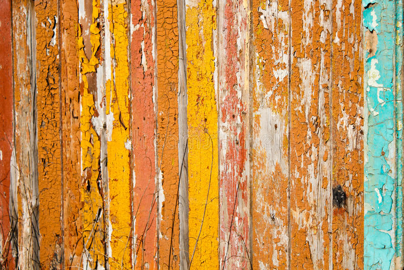 Bordi anziani dipinti nei colori luminosi immagine stock