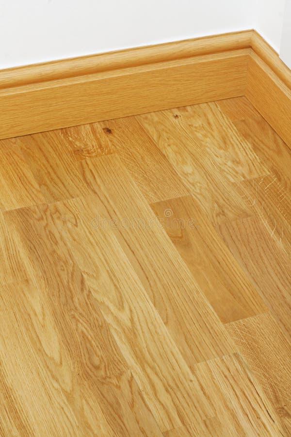 Bordi di bordatura di pavimentazione di legno del mdf del vinile immagini stock libere da diritti