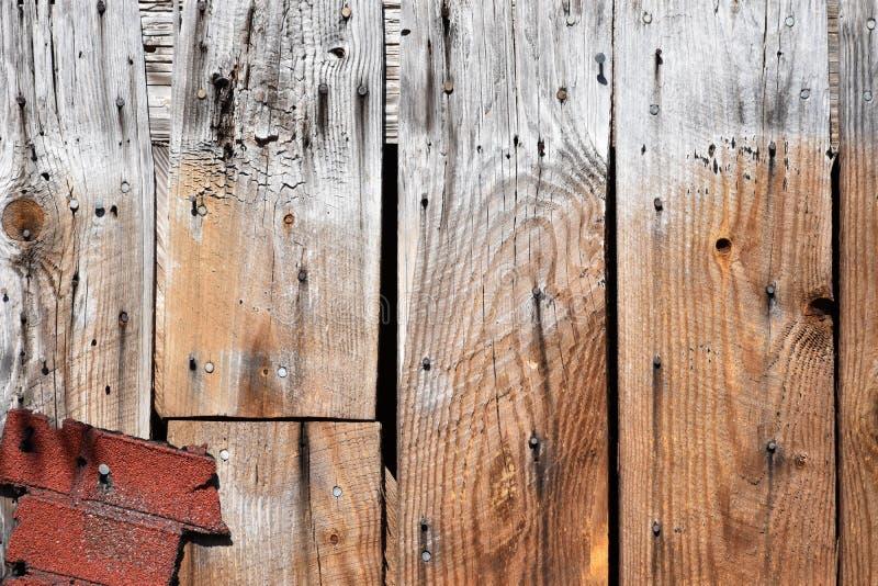 Bordi di legno con l'accento del mattone immagini stock