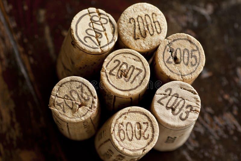 bordo butelka korkuje czerwone wino obrazy stock