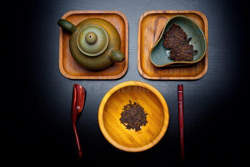 Bordo cinese del cucchiaio della teiera di cerimonia di tè nero immagini stock