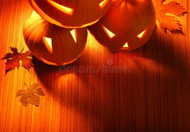 Bordo d'ardore delle zucche di Halloween fotografie stock libere da diritti