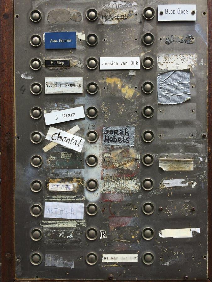 Bordo del campanello per porte su una residenza di studente fotografia stock libera da diritti