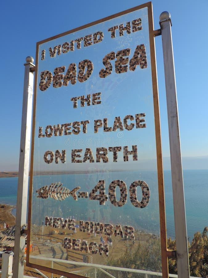 Bordo del segno in mare il mar Morto, Gerusalemme immagini stock libere da diritti