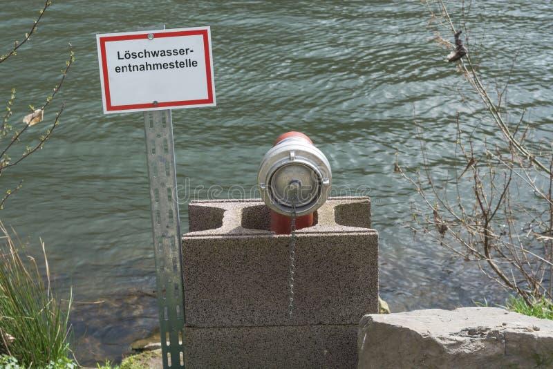Bordo di informazioni con l'iscrizione in tedesco immagini stock libere da diritti