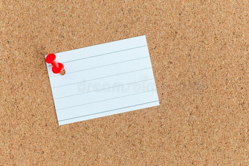 Bordo di memoria del sughero con una pace in bianco appuntata di carta, note, albo, orizzontale fotografia stock