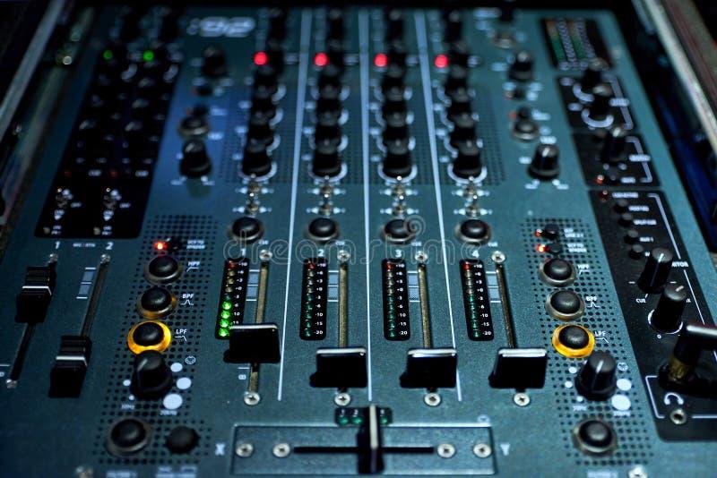 bordo di miscelazione del DJ per i club fotografia stock