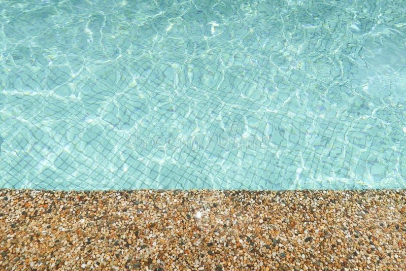 Bordo di pietra di una piscina immagini stock
