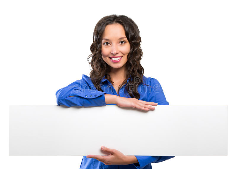 Bordo di pubblicità bianco sorridente della tenuta della donna di affari Scheda bianca fotografia stock libera da diritti