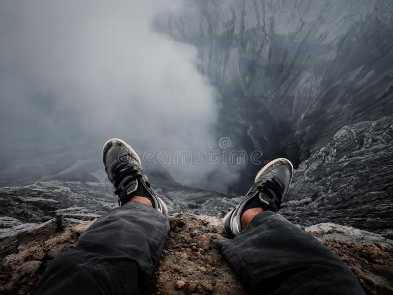 Bordo di un cratere del vulcano immagini stock libere da diritti