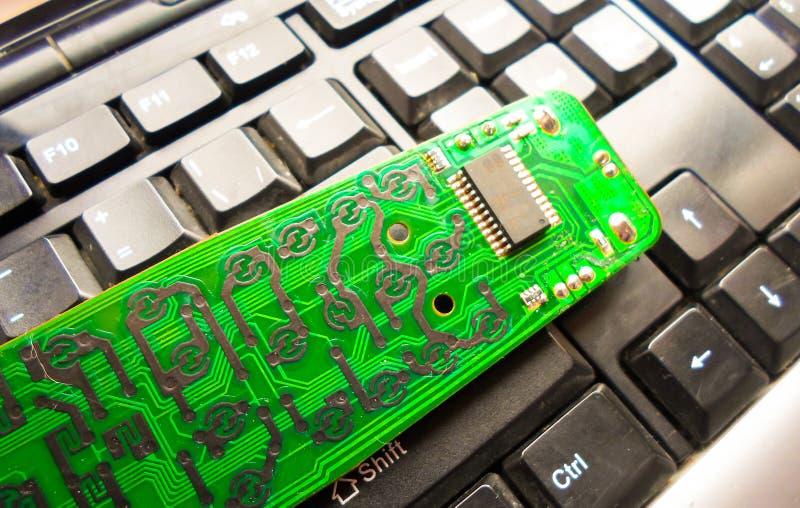 Bordo elettronico sulla tastiera Ripari l'attrezzatura Amministratore di sistema fotografie stock libere da diritti