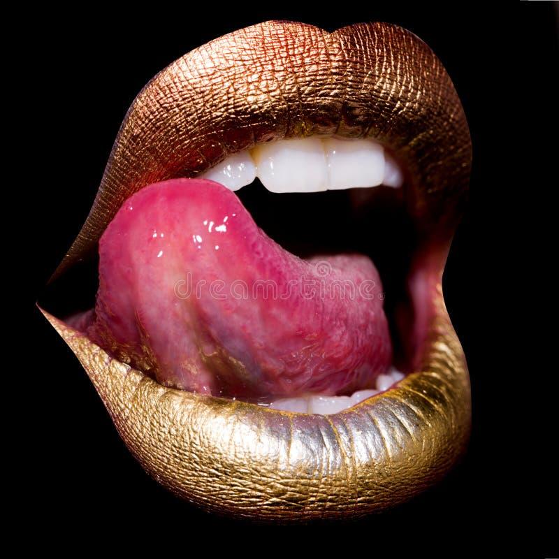 Bordos com a língua no preto imagens de stock