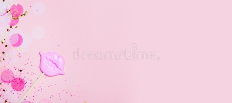 Bordos cor-de-rosa do fundo criativo dos confetes vith Vista superior foto de stock royalty free