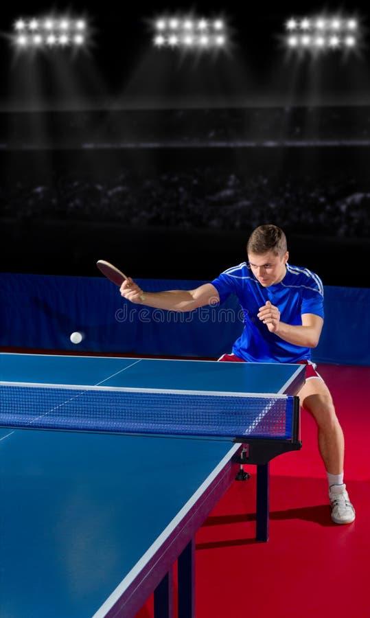 Bordtennisspelare på sportkorridoren royaltyfri foto