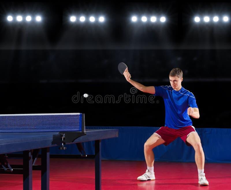 Bordtennisspelare på sportkorridoren royaltyfria bilder