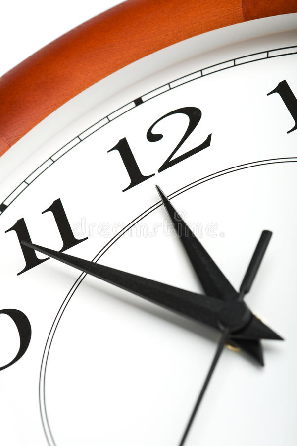Borduhr, die Zeit über zwölf getrennt zeigt stockbilder