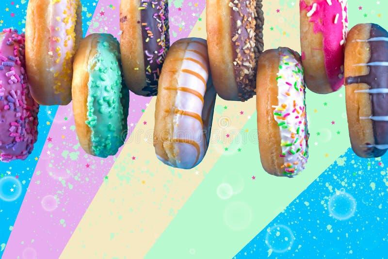 Bordure de filhóses doces com tipos diferentes da cobertura no fundo colorido ilustração royalty free