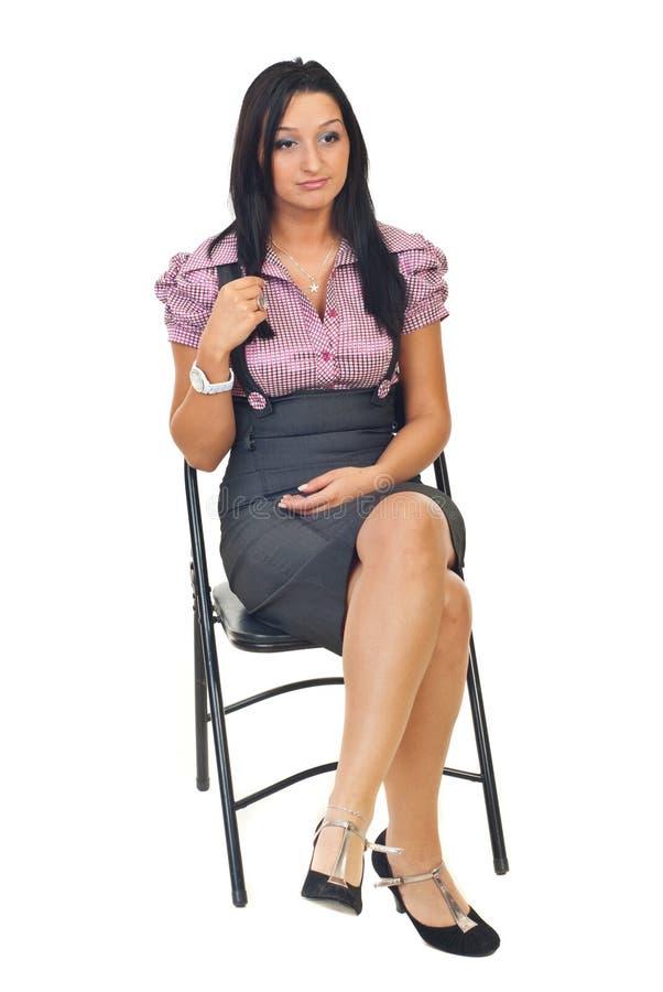 Bored vrouwenzitting op stoel royalty-vrije stock afbeelding