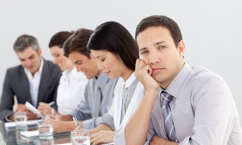 Bored zakenman in een vergadering royalty-vrije stock afbeelding