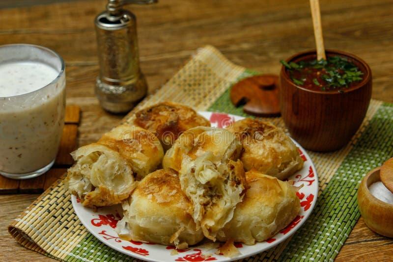Borek bosnien traditionnel de manti de pâtisserie photos libres de droits