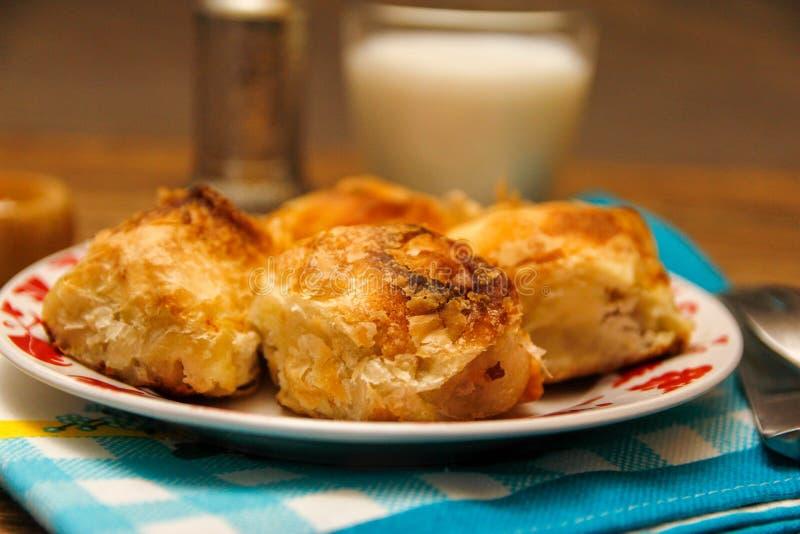 Borek bosnien traditionnel de manti de pâtisserie photographie stock