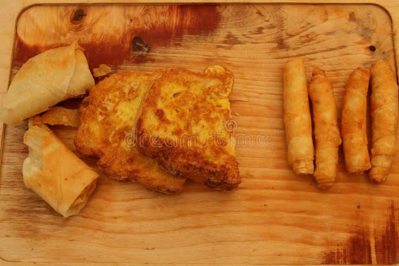 Borek fritado turco do sigara na madeira fotografia de stock
