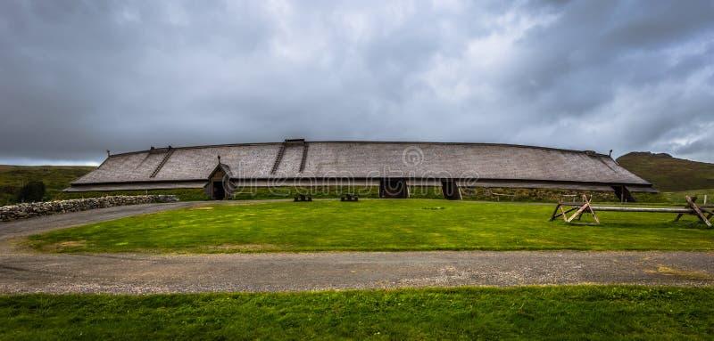 Borg - 15 de junho de 2018: Réplica do Longhouse no Museu Lofotr Viking, na cidade de Borg, nas Ilhas Lofoten, Noruega foto de stock royalty free