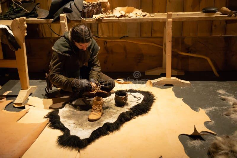 Borg, Noorwegen - 21 06 2018: Binnen het Viking Long-huis in Lofotr Viking Museum bij de stad van Borg in Lofoten royalty-vrije stock fotografie