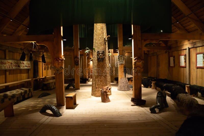 Borg, Noorwegen - 21 06 2018: Binnen het Viking Long-huis in Lofotr Viking Museum bij de stad van Borg in Lofoten royalty-vrije stock afbeeldingen