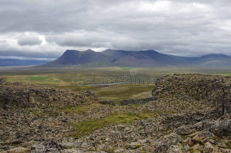 Borgarvirki är en columnar basaltfästning och en vulkanisk propp på arkivbild