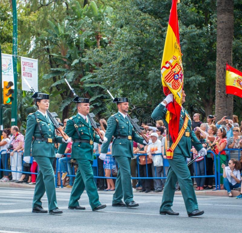 Borgerliga Guardia ståtar i Malaga, Spanien royaltyfria bilder