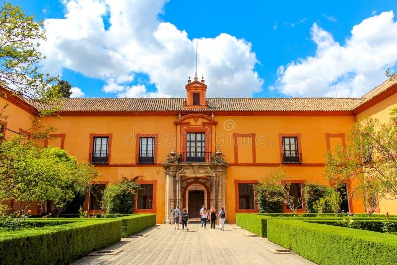 Borggård av den kungliga alcazaren av Seville den verkliga alcazaren de Sevilla arkivfoto