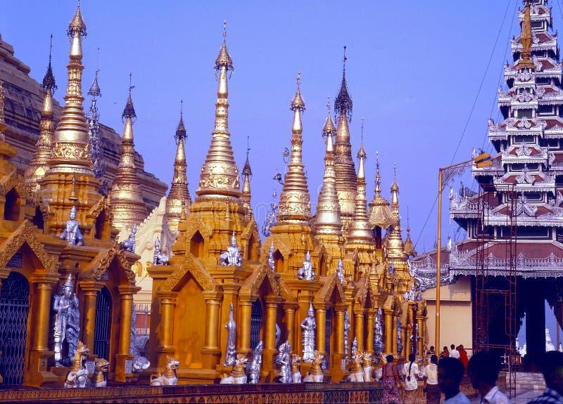 Borggård av den Swadon pagoden, Yangon, Myanmar arkivfoto