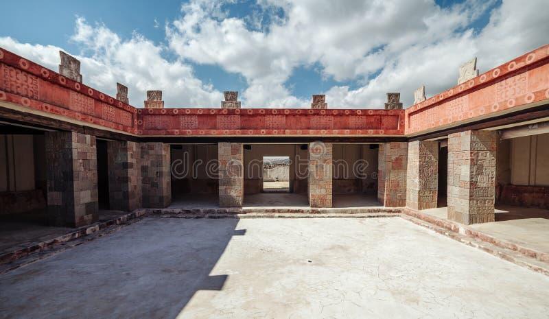 Borggård av Palacioen de Quetzalpapalotl, Teotihuacan mexico royaltyfri bild