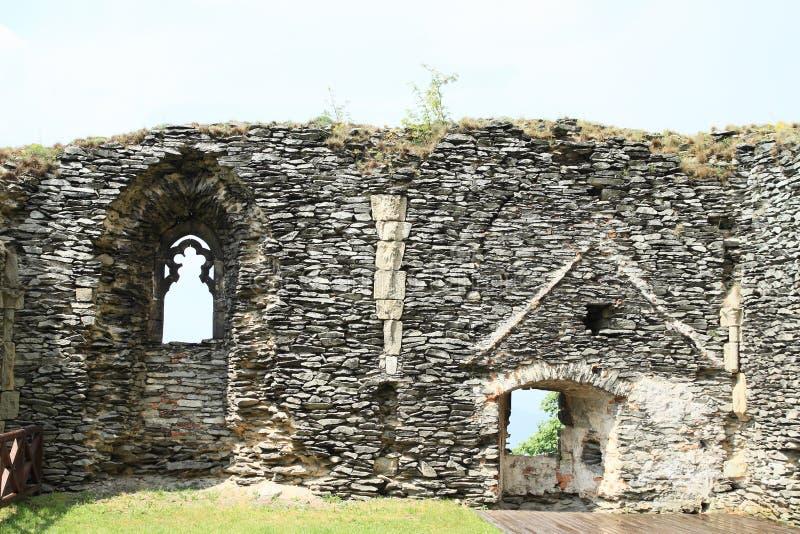 Borggård av slotten Bezdez arkivfoton