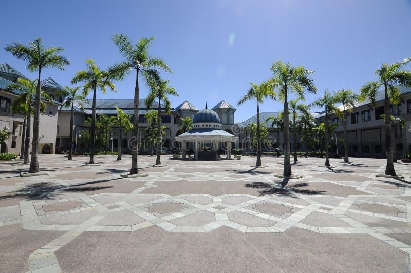 Borggård av Sultan Haji Ahmad Shah Mosque a K en UIA-moské i Gombak, Malaysia royaltyfria foton