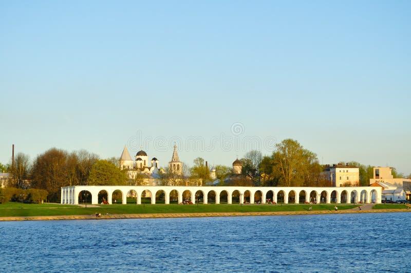 Borggård för Yaroslav ` s nära den Volkhov floden i Veliky Novgorod, Ryssland arkivfoton