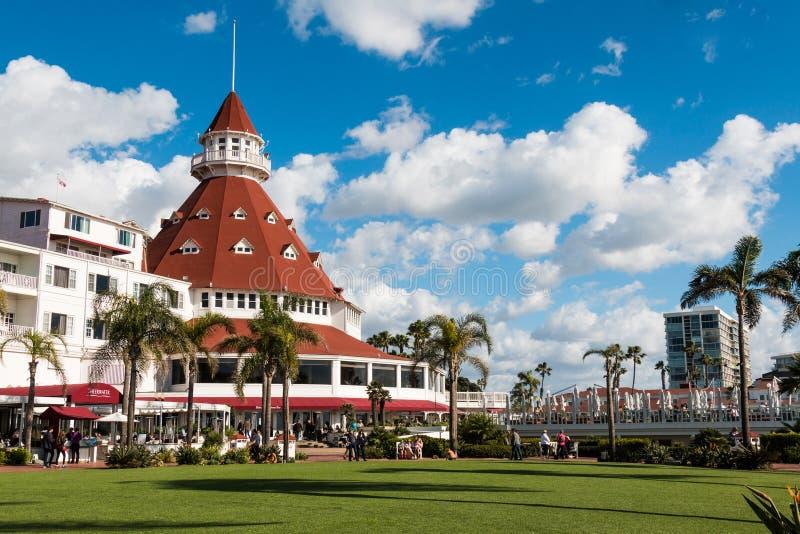 Borggård och huvudbyggnad av hotellet Del Coronado royaltyfri bild