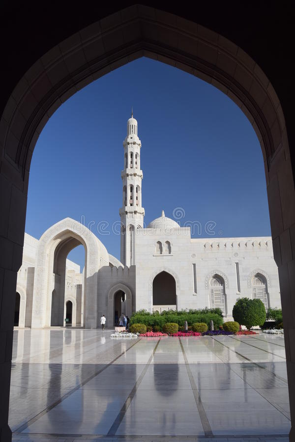 Borggården av den storslagna moskén, Muscat, Oman royaltyfri fotografi