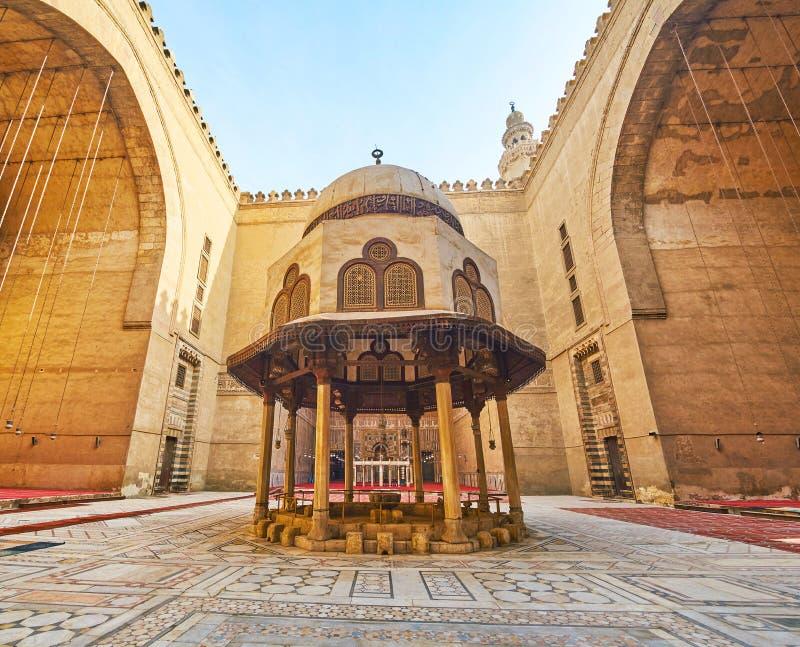 Borggården av Sultan Hassan Mosque-Madrasa, Kairo, Egypten arkivbilder
