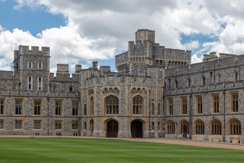Borggårdträdgård och byggnader Windsor Castle nära London, Engla arkivbild