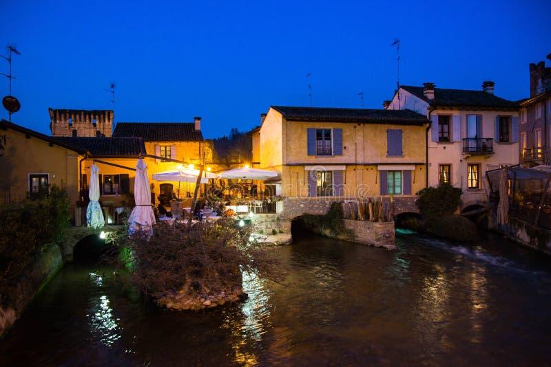 Borghetto sul Mincio, Veneto, Italië, bij schemer royalty-vrije stock foto